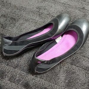 New Balance slip on black/gray flats